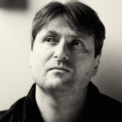 Headshot of Simon Armitage
